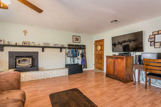 2040 Green Brook Ln Paso-small-005-9-Living Room-666x445-72dpi