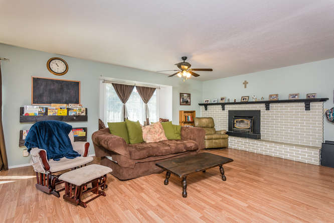 2040 Green Brook Ln Paso-small-006-11-Living Room-666x445-72dpi